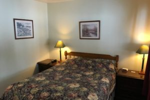 twin bed, two double beds, motel room, New Meadows