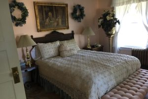 queen bed, antique charm, 3-story mansion