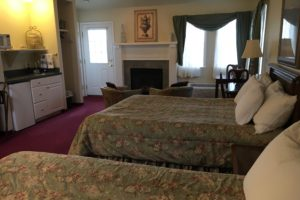 queen suite, two queen beds, windows