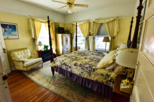bright room, valley view, queen bed | The Hartland Inn | New Meadows, ID