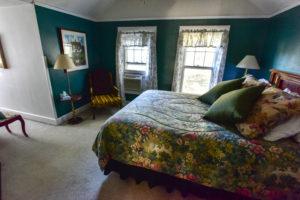 calming, master room, queen sized bed
