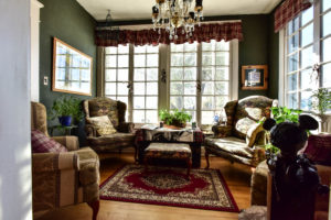 sitting room, study, large window, accent chairs, table | The Hartland Inn | New Meadows, ID