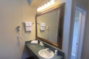 Queen Suite - The Hartland Inn